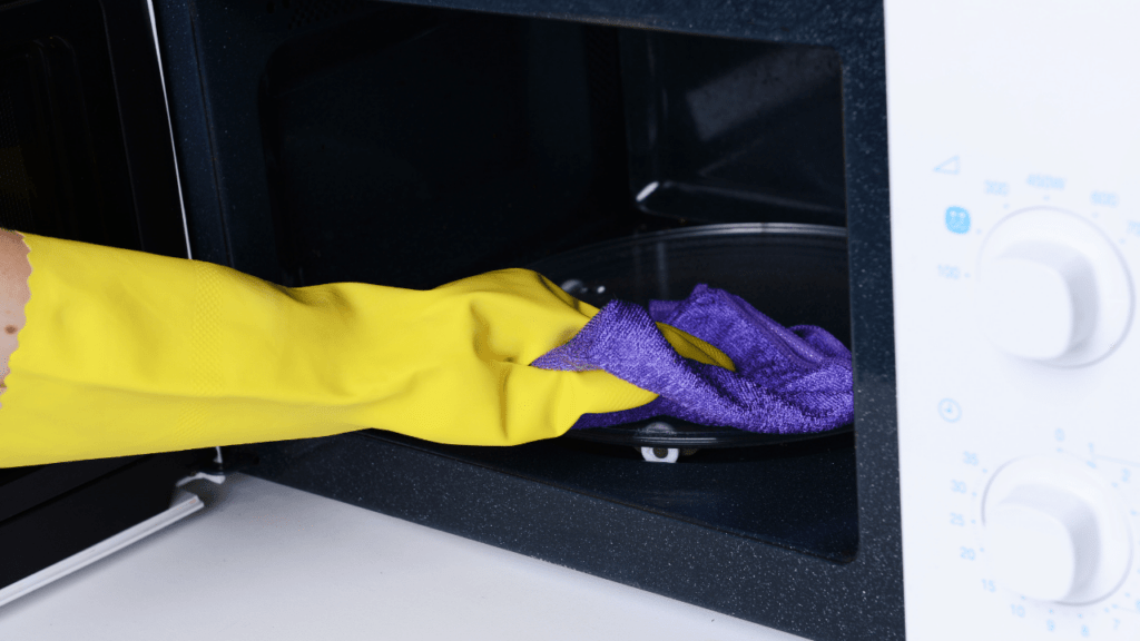 How To Clean a Microwave With Apple Cider Vinegar